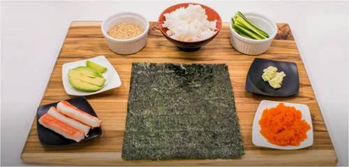 L'alga nori è l'alimento base per la preparazione del sushi, insieme a riso, pesce, verdure e wasabi.