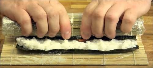 Rotolo di sushi con alga Nori