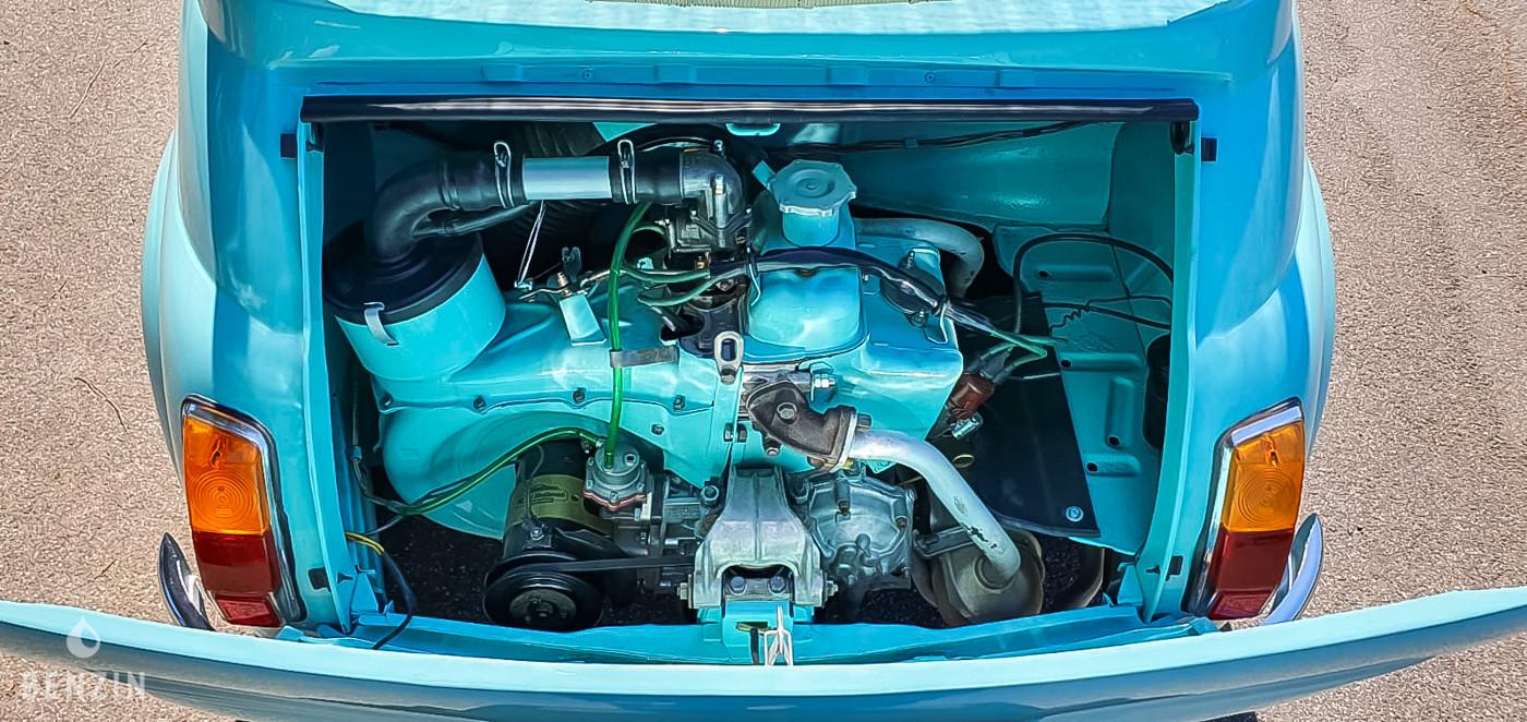 Le bicylindre de 499 cc développait 18 cv à sa sortie d'usine. Le vendeur indique que suite à la restauration la mécanique fonctionne normalement de même que la boîte manuelle à 4 rapports. Le moteur est entièrement d'origine et encore en rodage.