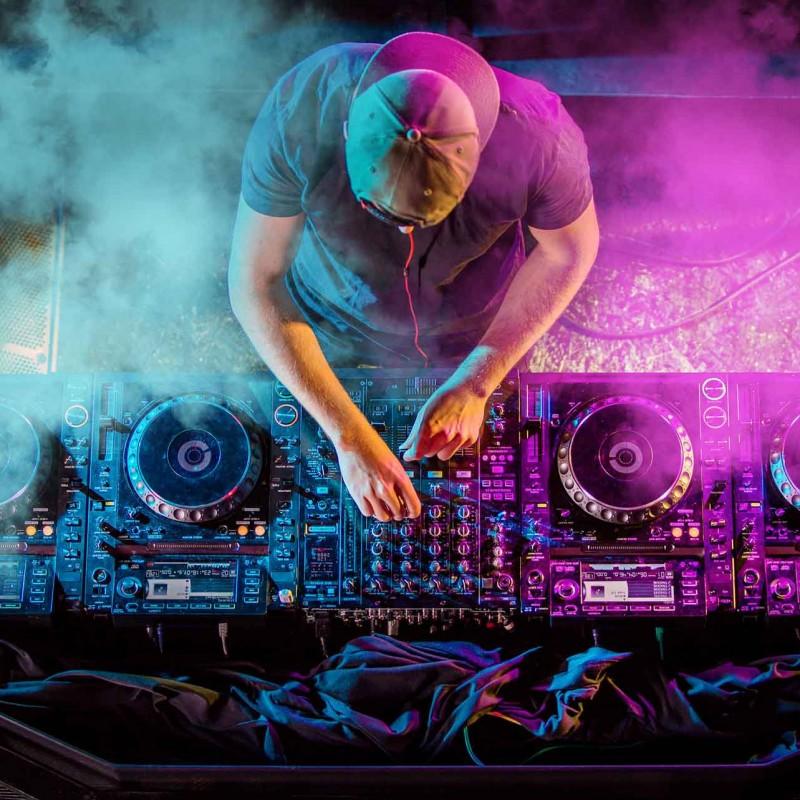 image: DJ Eduald Selva (Zona Chillout)