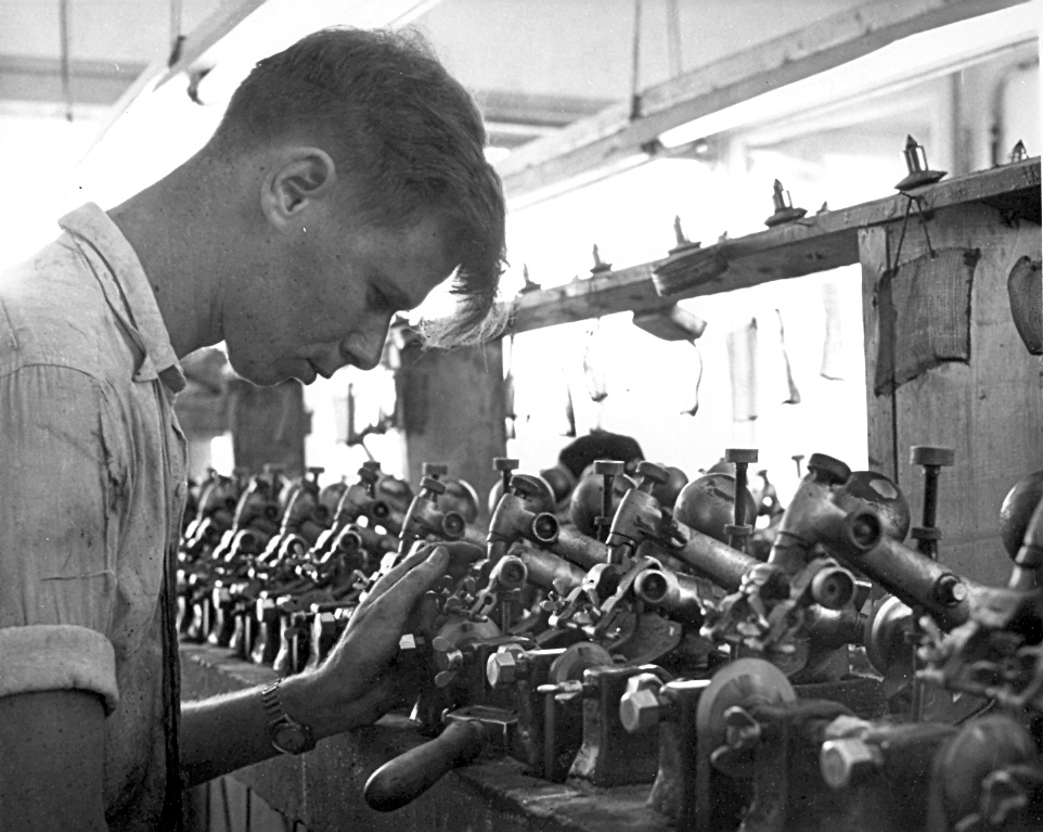 Workers In A Factory Israel 1950 1960