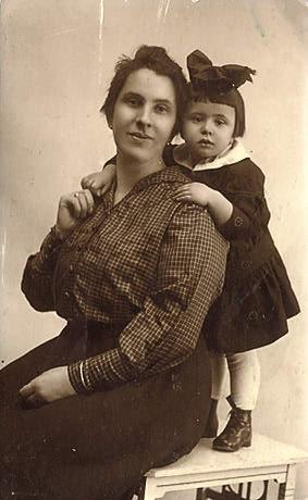 Antonia Diamant with daughter Beatrice, Czernowitz, Bukovina