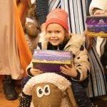 Weihnachtsgeschenk frohes Kind