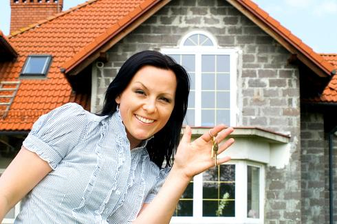 homebuyer with a house key able to buy home due to lower fha mortgage insurance premium