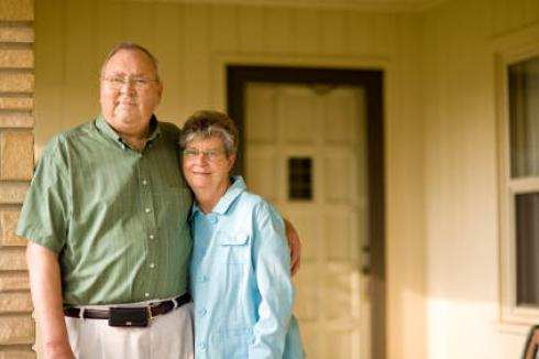 Couple in front of their home | Reverse Mortgage
