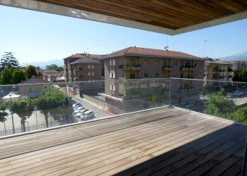 appartamento NUOVO, libero su tre lati, con TERRAZZO corso Vittorio Emanuele II 4