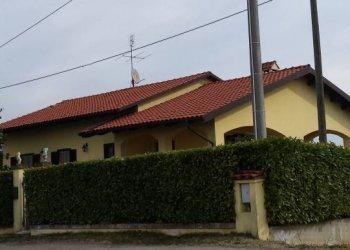 Foto 1 di Villa via Roeto, Mombercelli