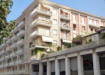 Piazza Europa, appartamento di generosa metratura Piazza Europa 22