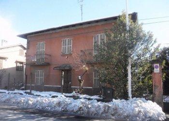 Borgo S.D. ampia casa da ristrutturare Via Boves