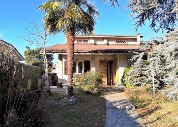 Borgo S.D., villa su tre lati in contesto bifamiliare Via Dino Giacosa