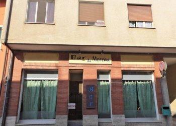Beinette, via 24 maggio, negozio con due ampie vetrate Via 24 Maggio
