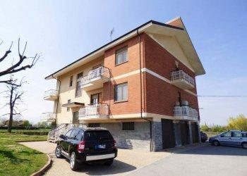 Cuneo, via del Canale, spazioso quadrilocale con box e orto via del Canale 16