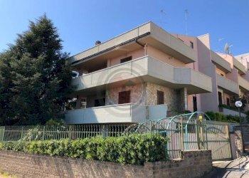 Foto 1 di Villa via Cardone, Vasto