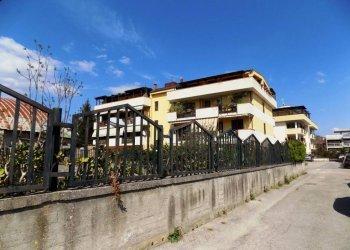 Foto 1 di Trilocale via tenga, 98, Caserta