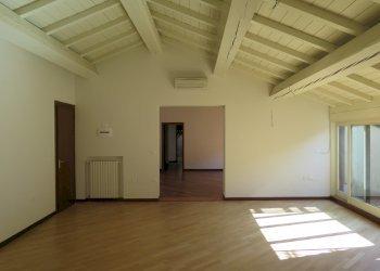Foto 1 di Appartamento VIA D'AZEGLIO, Bologna