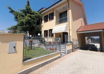 Foto 1 di Villa a Schiera via Vigone, Macello