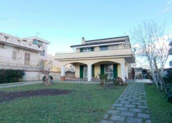 Foto 1 di Villa via Furchi, Striano