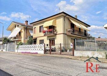 Foto 1 di Villa via dante alighieri, Casalgrasso