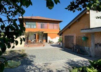 Foto 1 di Casa indipendente via Lessolo, Fiorano Canavese