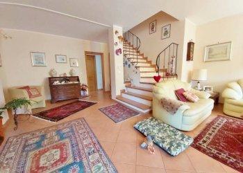 Foto 1 di Appartamento via ISORELLE, Savignone