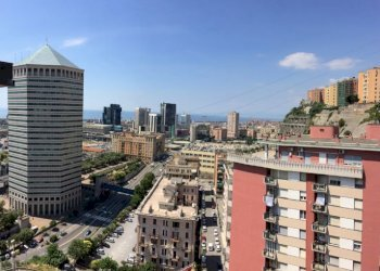 Foto 1 di Appartamento via Barbareschi, Genova (zona Sampierdarena)