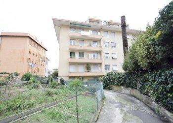 Foto 1 di Trilocale via Romana di Quarto, 92, Genova