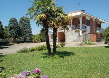 Foto 1 di Villa via Regione Dossi, Rondissone