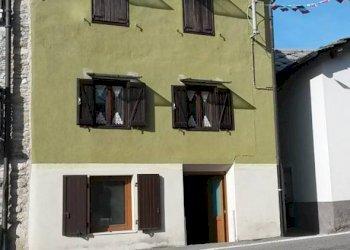 Foto 1 di Rustico via Roma, Frassinetto