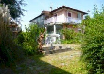 Foto 1 di Villa Via provinciale Revello, 12, Envie