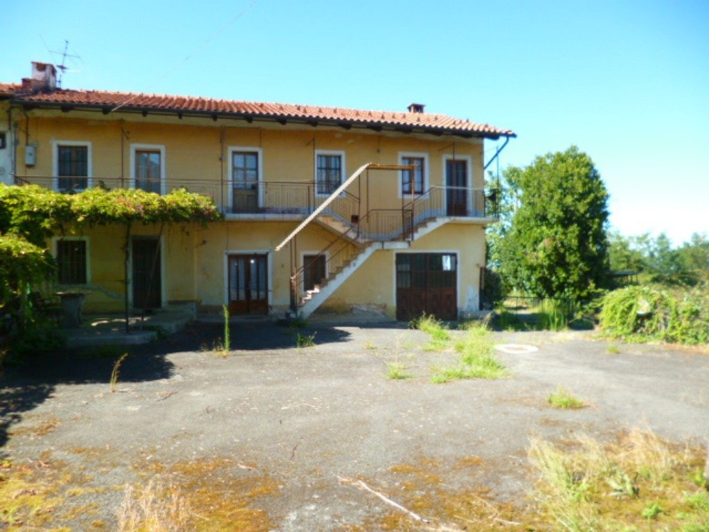 Foto 1 di Rustico / Casale Via Saluzzo, 124, Envie