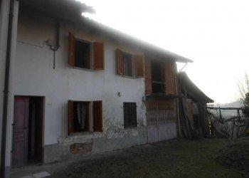 Foto 1 di Casa indipendente Capriglio, Capriglio
