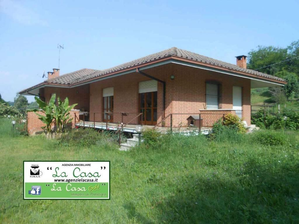 Foto 1 di Villa via Fonte Solforosa, 38, Montafia