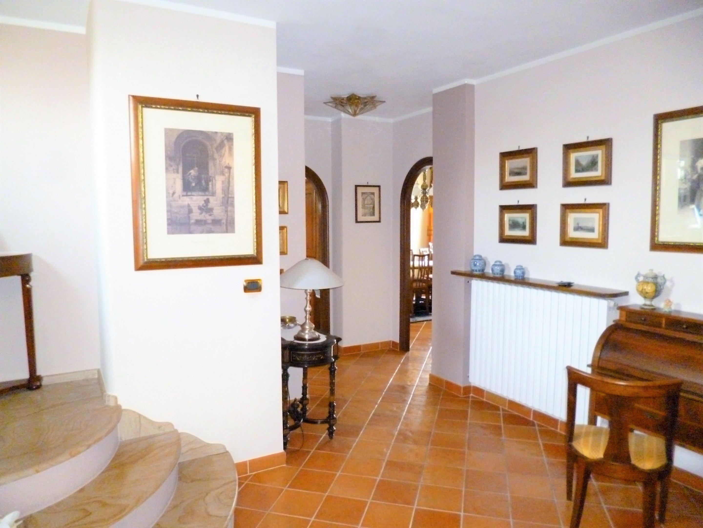 Foto 1 di Trilocale Via della Croce, 53, Saluzzo