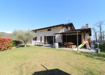 Foto 1 di Villa Via Pagno, 105, Saluzzo