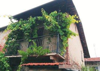 San Rocco, coppia di fabbricati cielo-terra da sistemare via Limone Piemonte