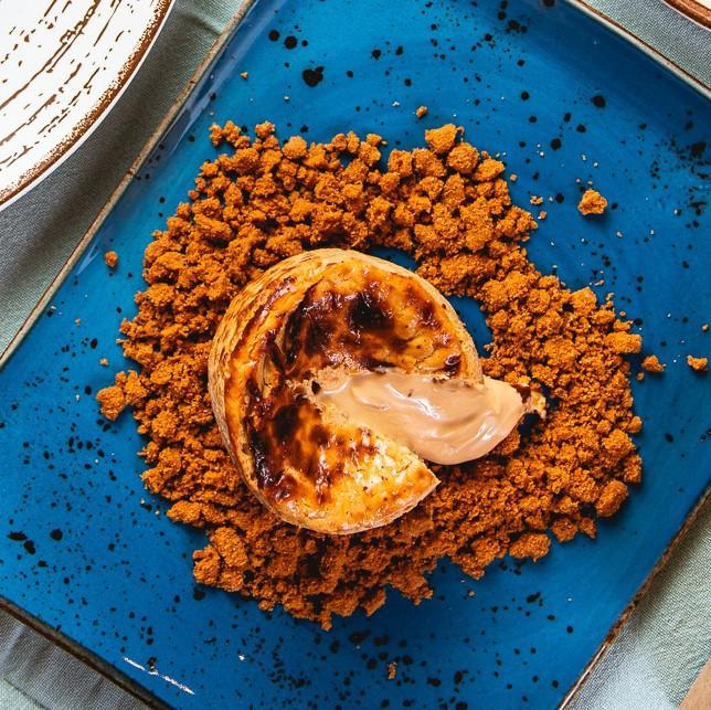 Tarta de Dulce de Leche y queso con crumble de galleta