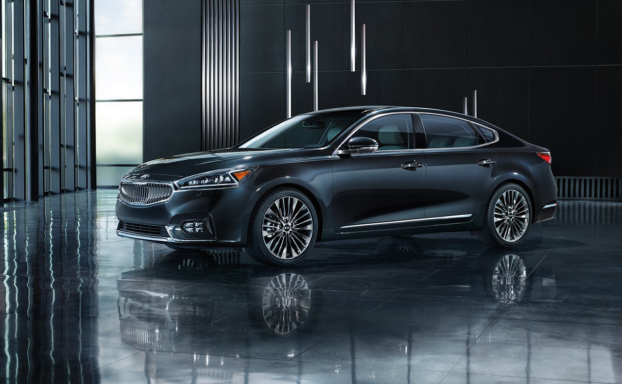 2017 Kia Cadenza in Modern Warehouse