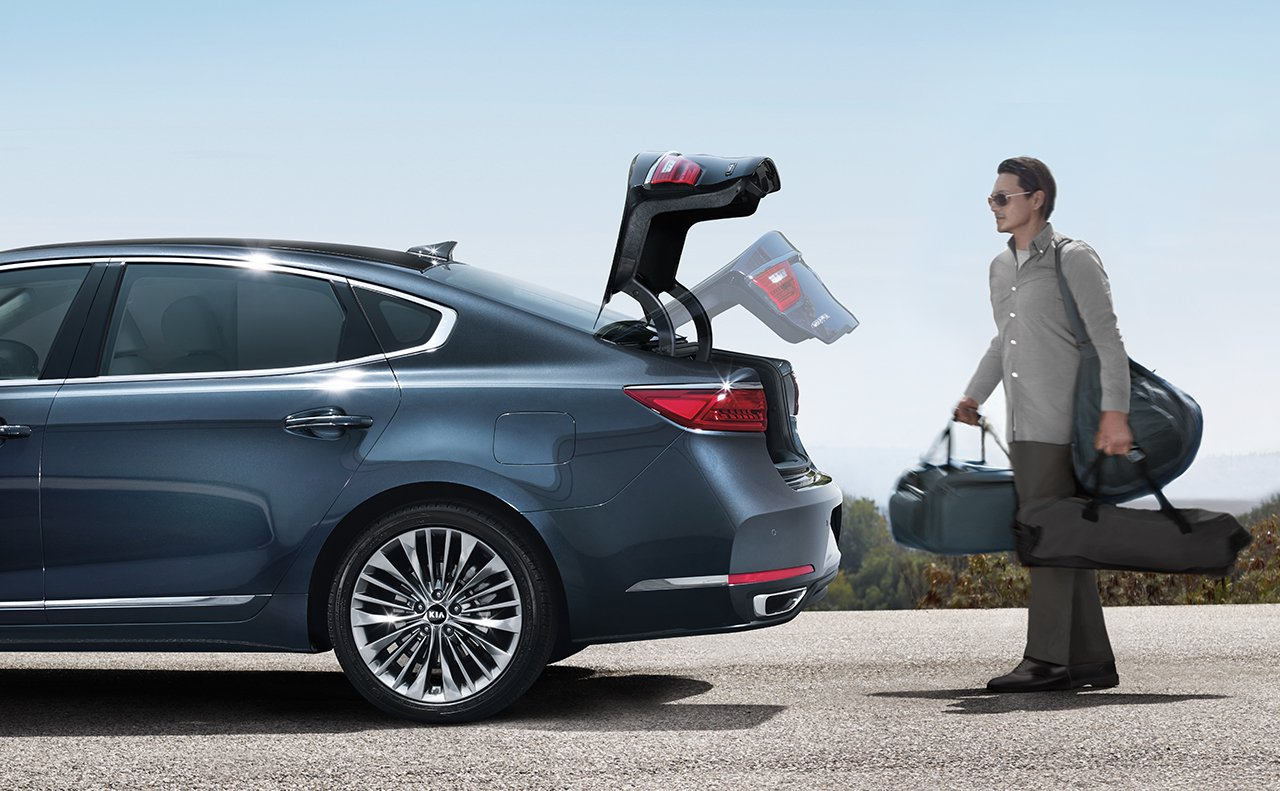 Kia Cadenza Easy Lift Trunk Feature Illustration
