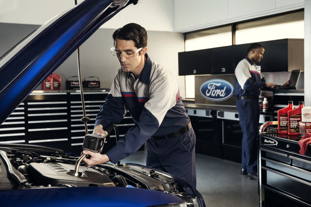 Ford auto technician oil change