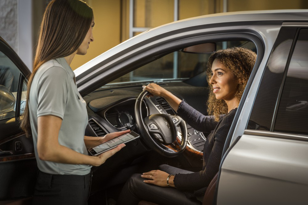 Driver consultation at a Lincoln service center
