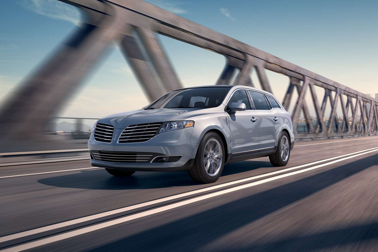 2018 Lincoln MKT silver