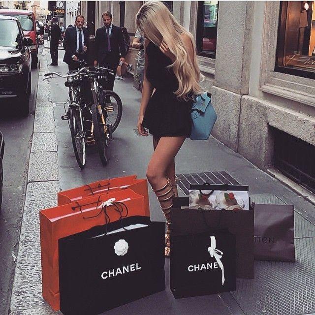 e5e3440ad3a9c33e7cf1b00b0c52b3aa--luxury-lifestyle-shopping-luxury-lifestyle-girly
