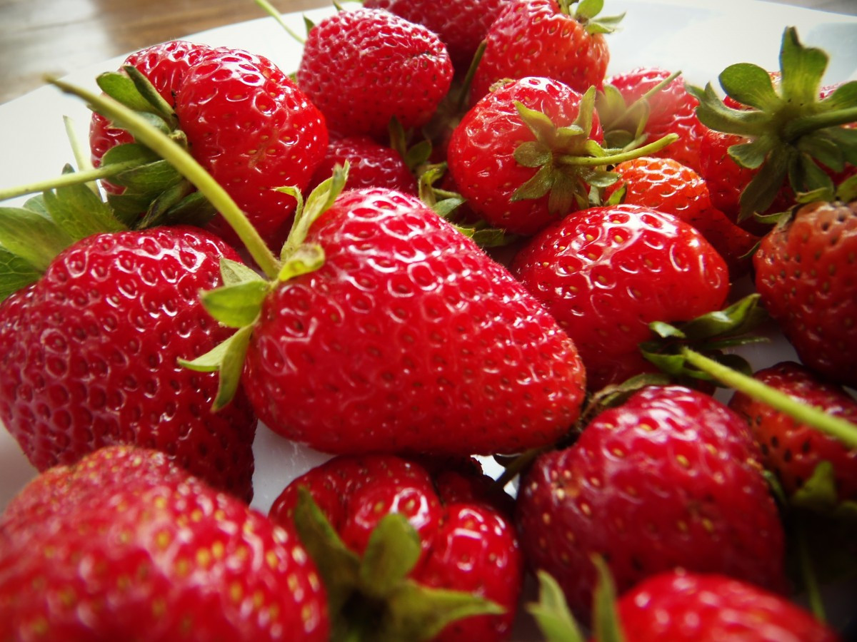 strawberriesfruitredfoodsweet-926513.jpgd