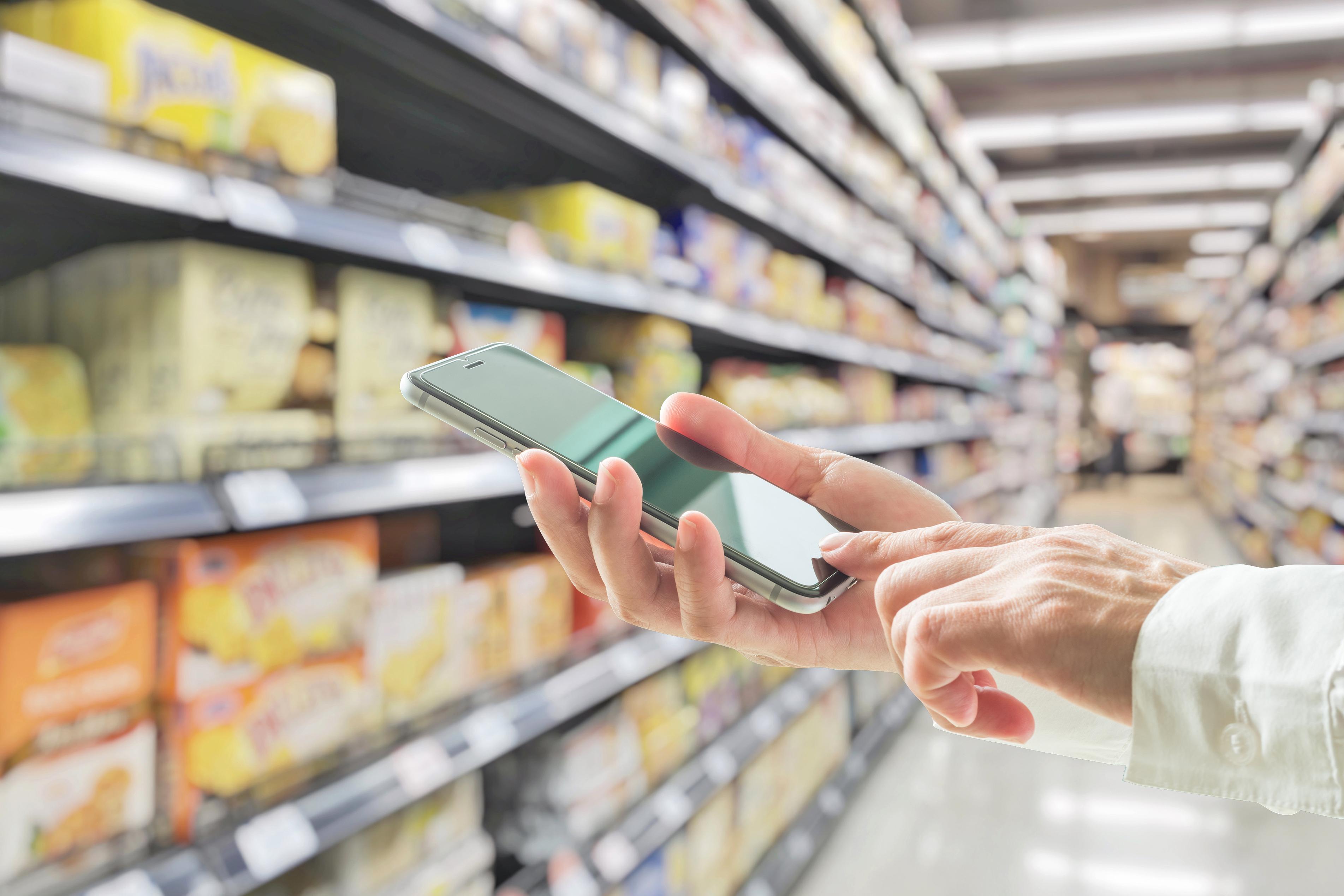 Dlaczego supermarkety decydują się na sklepy online? E-grocery rośnie w siłę.