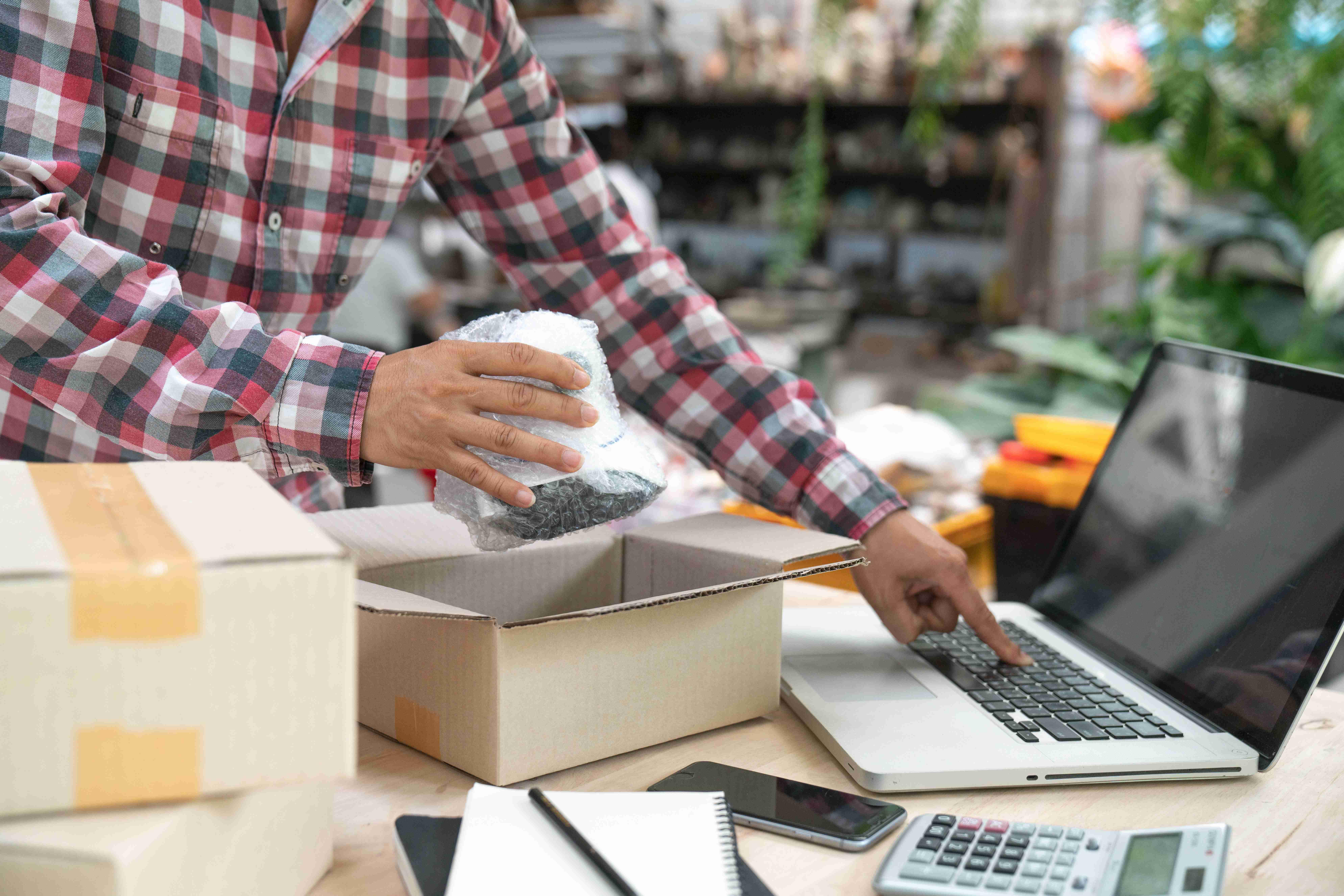 Usługi dodatkowe, z których możesz korzystać, nadając przesyłkę