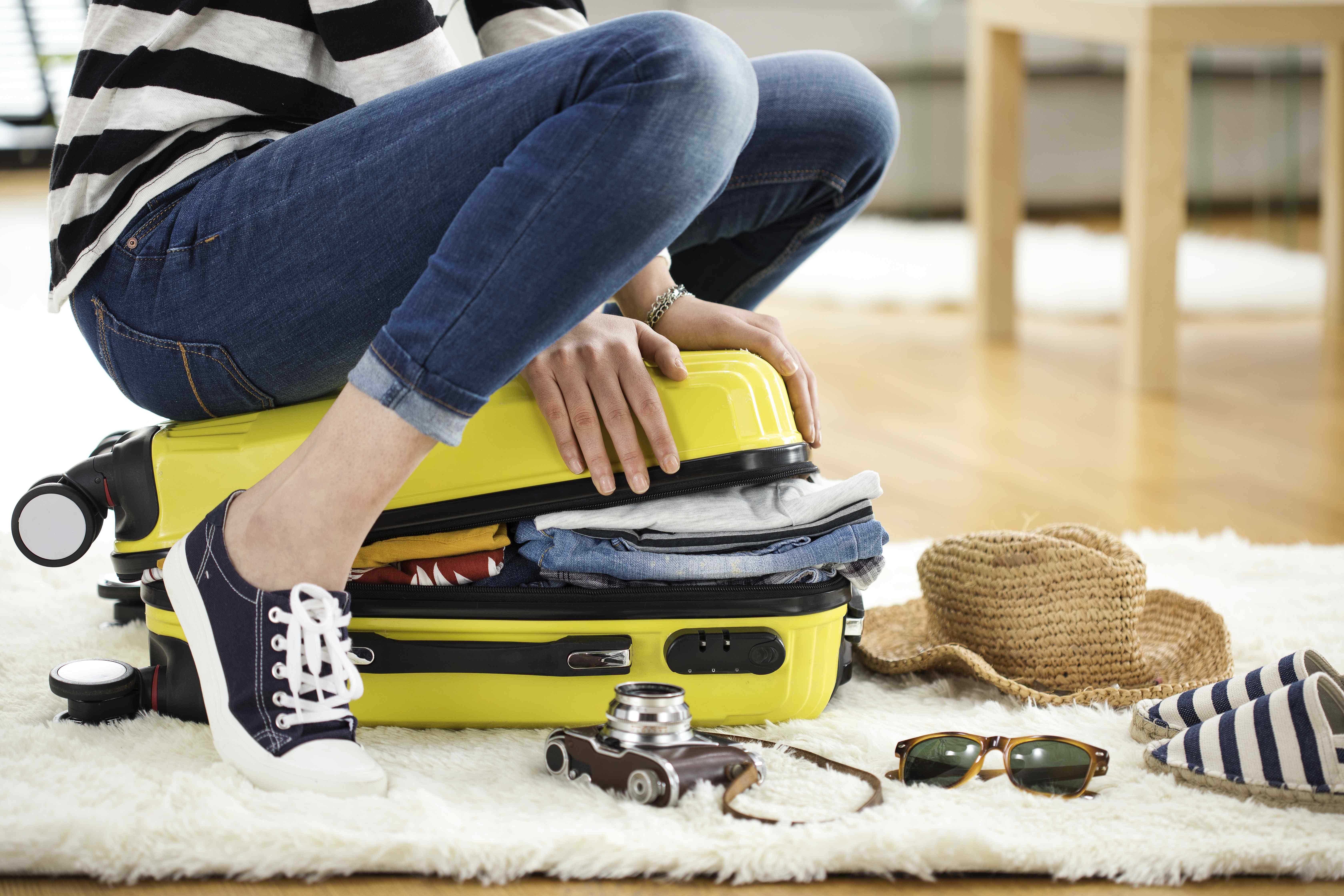 Przesyłanie bagażu – kiedy jest bardziej opłacalne niż zabieranie go samolotem?