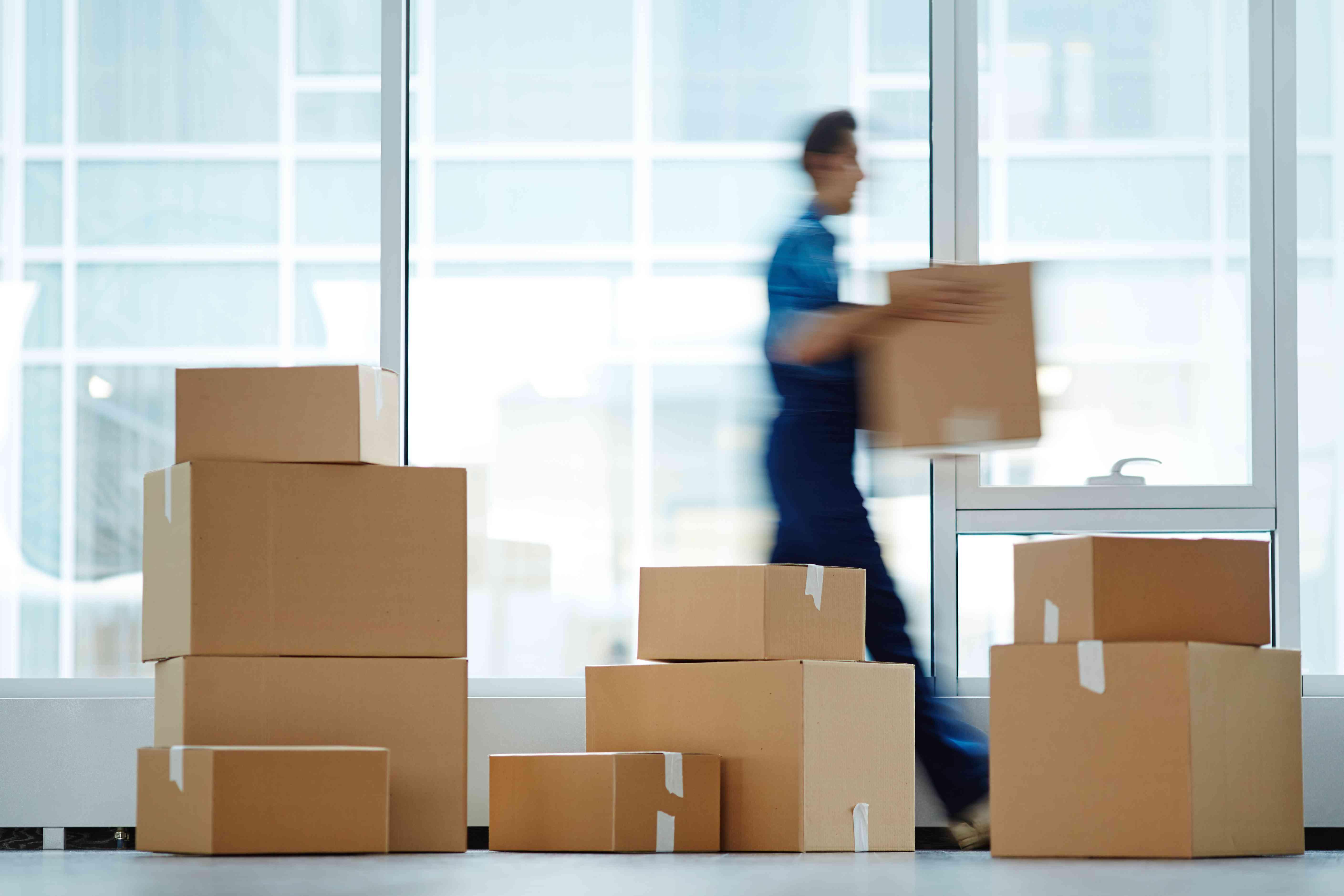 Różne metody doręczania przesyłek – na którą najlepiej się zdecydować?