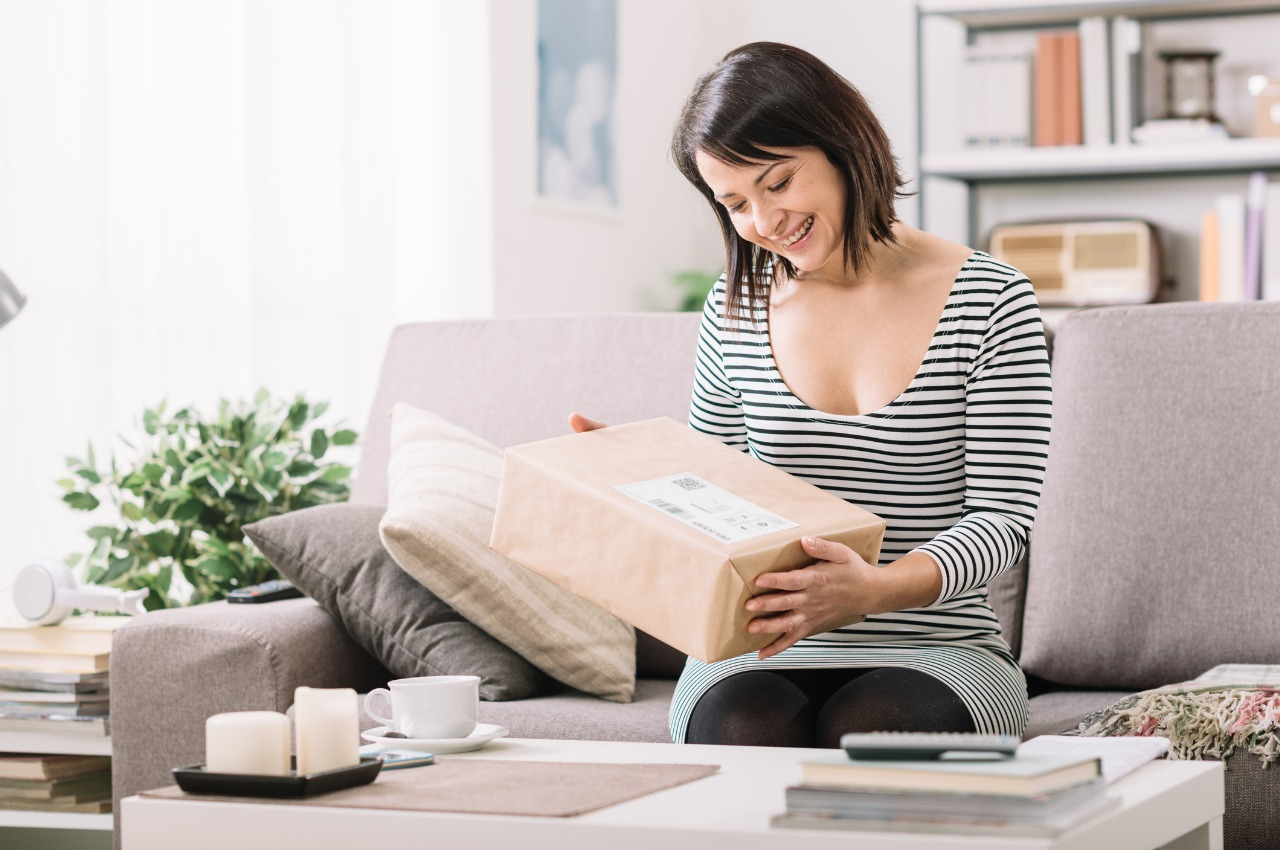 Jak bezpiecznie wysłać prezent na Dzień Matki? Sprawdzone sposoby pakowania.
