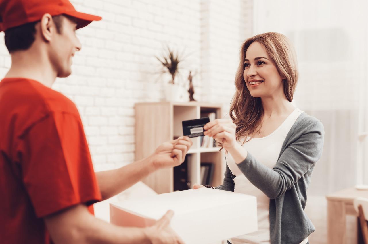 W jaki sposób wysłać paczkę za pobraniem? Cash On Delivery jest bezpieczne dla sklepu i dla klienta