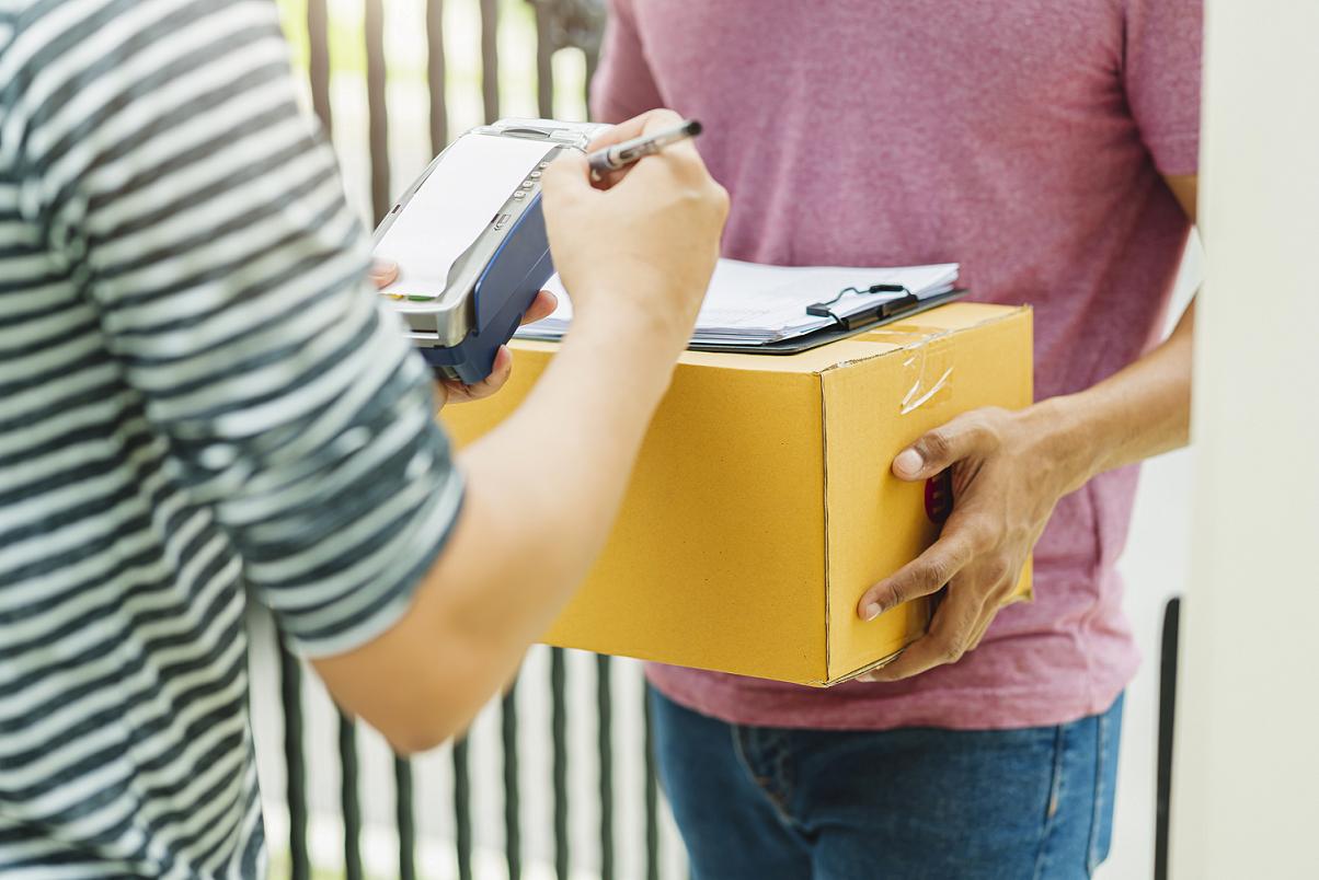 Jak wysłać paczkę firmą kurierską bez umowy?